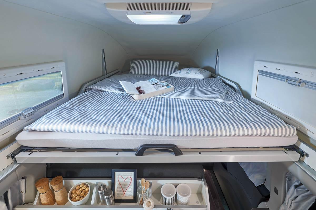 Doppelbett im Dach